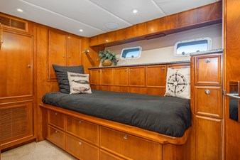 MISS MOLLY 23 MISS MOLLY Guest Stateroom Starboard