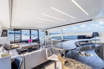 Monarc 6 Main Deck - Salon Wet Bar