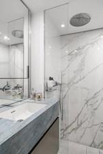 GiJa 17 Guest cabin marble bathroom