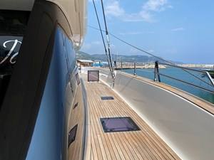 GiJa 22 Beautiful wide and safe side deck