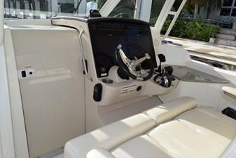No Name 7 No Name 2020 BOSTON WHALER 350 Realm Cruising Yacht Yacht MLS #272540 7