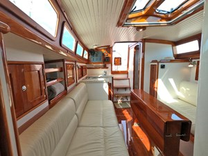 SWEET LUCY 7 Salon Looking Aft