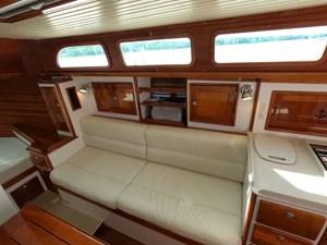 SWEET LUCY 4 Starboard Salon
