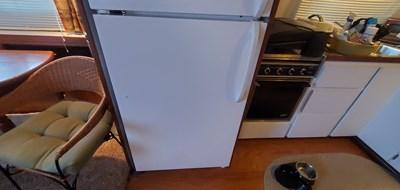 Sociable 38 37A Refirgerator Freezer