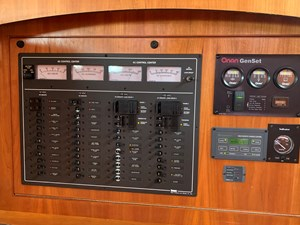 WINNIE 15 Electrical Panel