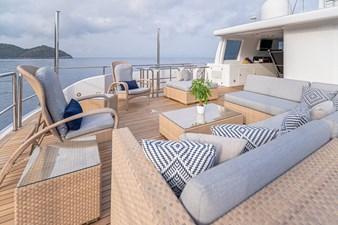 GITANA 34 Sundeck Aft Lounge