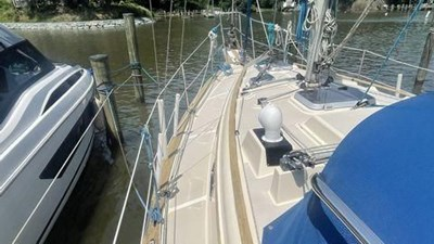 1991 Island Packet 29 5 1991 Island Packet 29 1991 ISLAND PACKET YACHTS 29 Cruising/Racing Sailboat Yacht MLS #272648 5