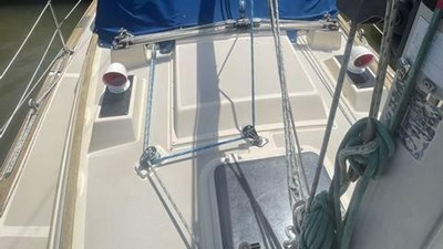 1991 Island Packet 29 7 1991 Island Packet 29 1991 ISLAND PACKET YACHTS 29 Cruising/Racing Sailboat Yacht MLS #272648 7