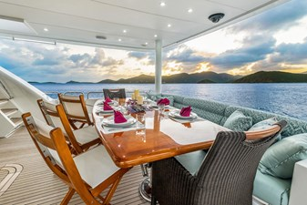 CynderElla 21 Aft Deck Seating and Dining