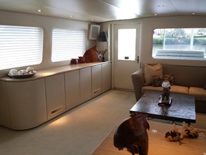 SOUTHERN MISS II 2 Salon Aft Starboard