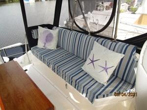 Kilo Fox II 16 15_2781479_36_sabreline_flybridge_port_seating