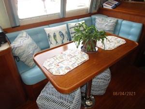 Kilo Fox II 35 34_2781479_36_sabreline_salon_starboard_seating