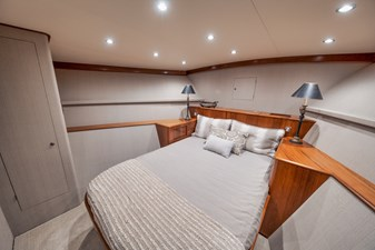 HIDEOUT 22 Master Stateroom
