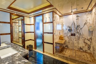 AZTECA 10 6e - Owner Bathroom
