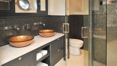 LIVINGSTONE 5 livingstone-13299-011-bathroom-33741