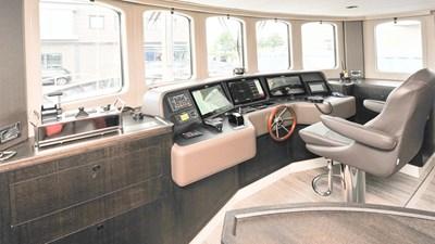 LIVINGSTONE 6 yacht-livingstone-bridge-1