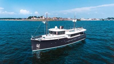 LIVINGSTONE 7 yacht-livingstone-exterior-1