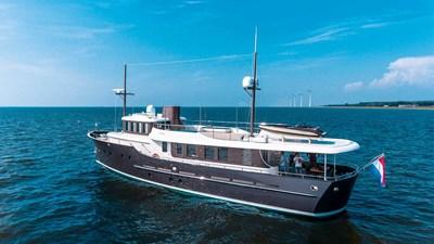 LIVINGSTONE 8 yacht-livingstone-exterior-2