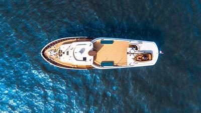 LIVINGSTONE 9 yacht-livingstone-exterior-3