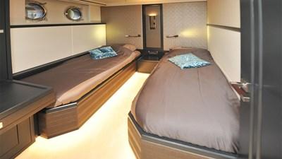 LIVINGSTONE 10 yacht-livingstone-interior-cabin-1