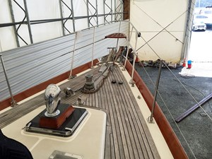 HELL'S BELLES 19  Foredeck, Fwd.