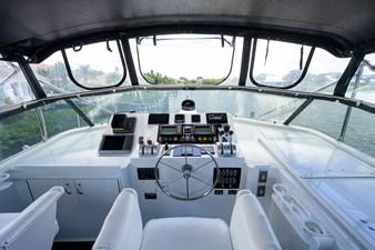 GYPSY ROSE 24 Flybridge Helm