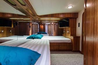 Loner 41 67_hines_farley_loner_starboard_guest_stateroom_2