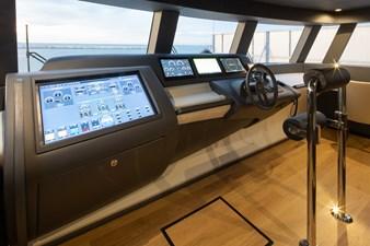 MyOhana 24 Upper deck: helm