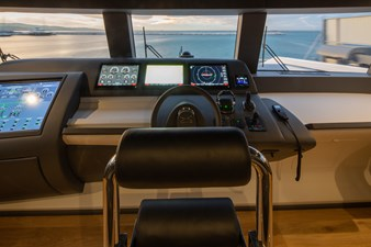 MyOhana 25 upper deck: pilot seat