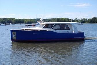 Recharging 0 Recharging 2014 GREENLINE 33 Cruising Yacht Yacht MLS #272806 0