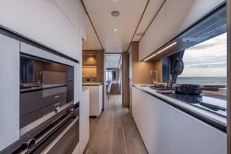 Ferretti Yachts 1000 12