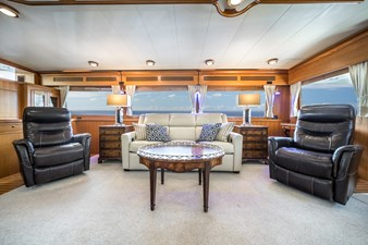 Nautical Nut 13 Salon facing Starboard