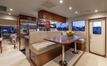 LUCKY LADY 12 GALLEY DINETTE