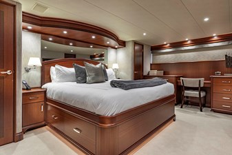 LUCKY LADY 17 MASTER STATEROOM