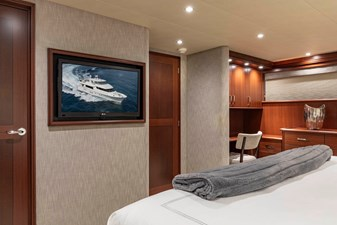 LUCKY LADY 18 MASTER STATEROOM