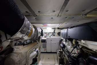 Vivere 71 Engine Room