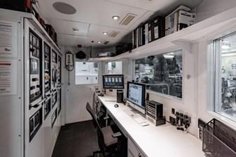 MIA ELISE II 53 Engine Room