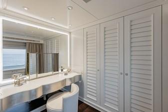 ESTEL 22 Upper deck - master vanity