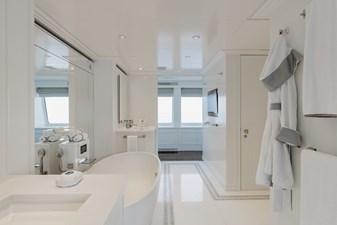 ESTEL 19 Master bathroom