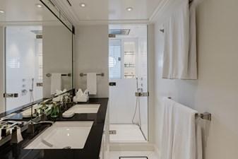 ESTEL 31 Double cabin bathroom 2