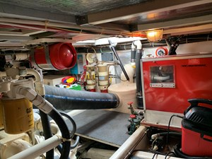 ATLAS 22 Engine room aft