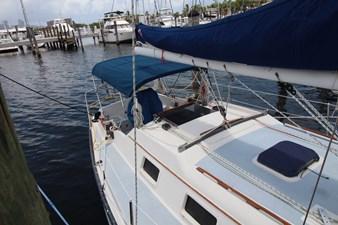 36' Hunter Marine 1981 5 36' Hunter Marine 1981 1981 HUNTER  Cruising Yacht Yacht MLS #273054 5