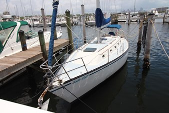 36' Hunter Marine 1981 4 36' Hunter Marine 1981 1981 HUNTER  Cruising Yacht Yacht MLS #273054 4
