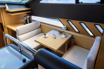 Living Life 3 15 2014 80' Ferretti F800 - Living Life 3 - Galley seating