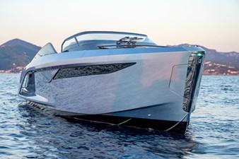 Princess R35 2 r35-exterior-ice-blue-hull-2_01