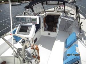 Cassiopeia 21 20_2781980_34_catalina_cockpit_forward