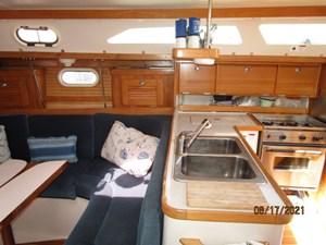 Cassiopeia 30 29_2781980_34_catalina_salon_starboard