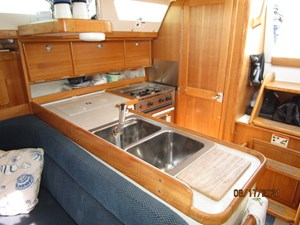 Cassiopeia 37 36_2781980_34_catalina_galley3