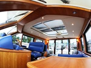 TRAVELER 11 Salon Overhead
