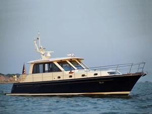 TRAVELER 1 Starboard Bow